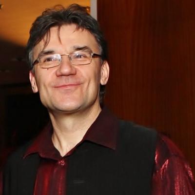 Uracs Zoltán - ének, szintetizátor