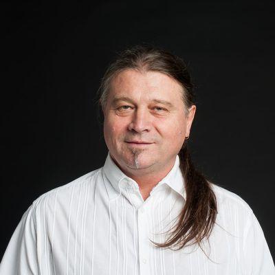 Szász Ferenc - ének, gitár